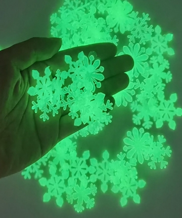 50pcs-3D-Snowflake-Luminous-Wall-Sticker-Fluorescent-Glow-In-The-Dark-Wall-Decal-For-Homw-Kids-Room-Bedroom-Christmas-Decor-4001